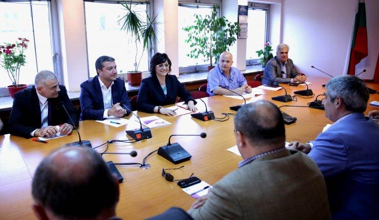 Корнелия Нинова: БСП започва усилени действия за защита на работещите българи