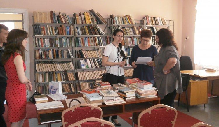 """МО в БСП – Луковит дари книги за библиотеката в НЧ """"Съзнание 1895"""""""