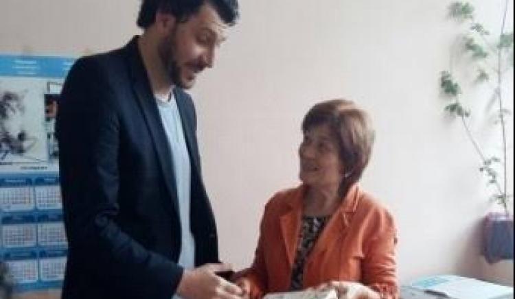 Кирил Добрев дари книги на 50 читалища в цялата страна