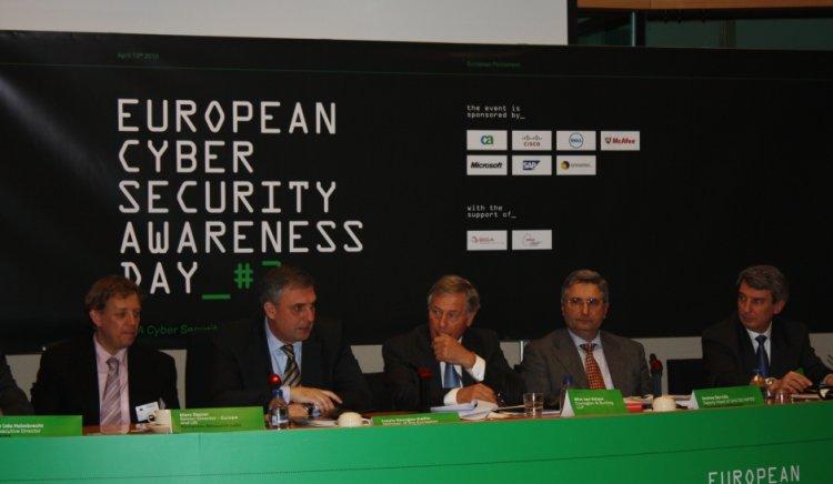 Ивайло Калфин: ЕС изостава в областта на сигурността в Интернет