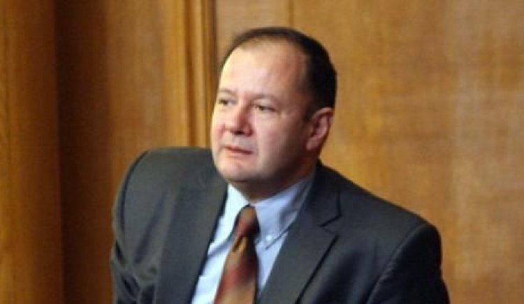 Намесата на премиера в парламентарната работа е вредна за Народното събрание