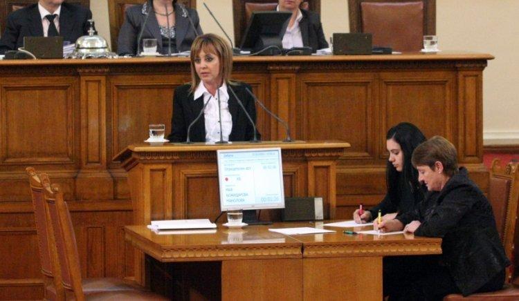 Мая Манолова: Правителството пази фиска, а не здравето на хората. Това е цинично!