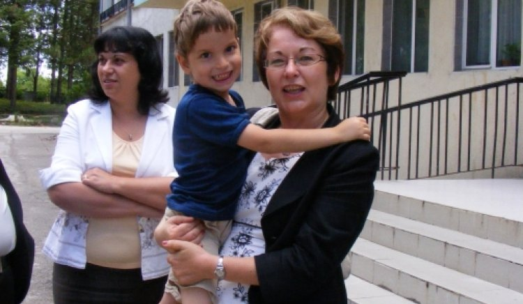Кандидатите за депутати от КБ в Ловеч посетиха Защитено жилище и Дом за деца с увреждания в Луковит