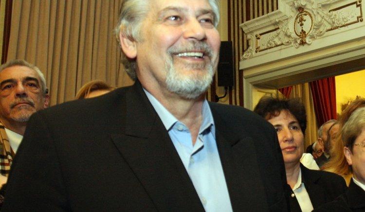 Министърът на културата Стефан Данаилов получава наградата на фондация