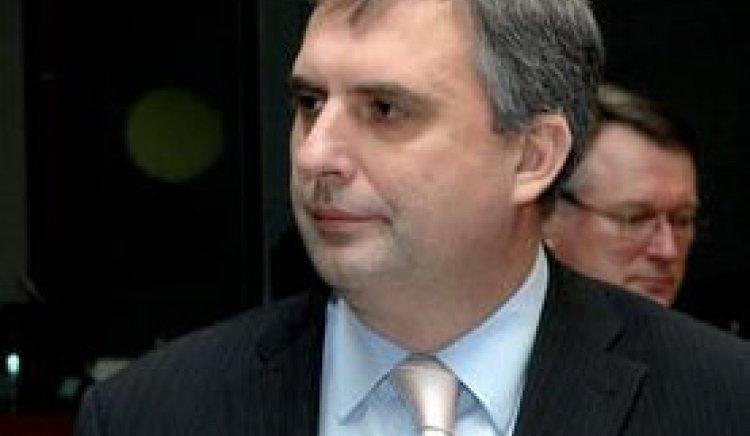 Министър Михаил Миков връчи ключовете на 12 полицейски автомобили във Враца