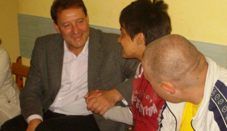 """Национална кампания """"Добро сърце"""" стартира от Перник по инициатива на Ангел Найденов"""