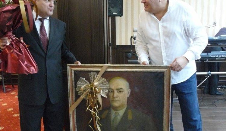 Верни приятели, подаръци и цвета за рожденика Румен Петков