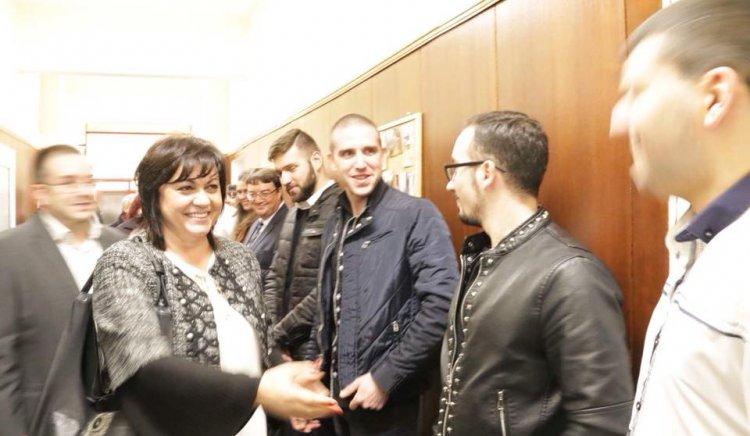 Корнелия Нинова връчи нови членски карти на младежи в обновения клуб на БСП-Оборище