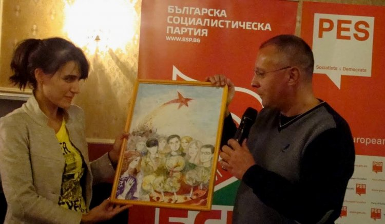 Станишев изненада младежите от БСП с песен