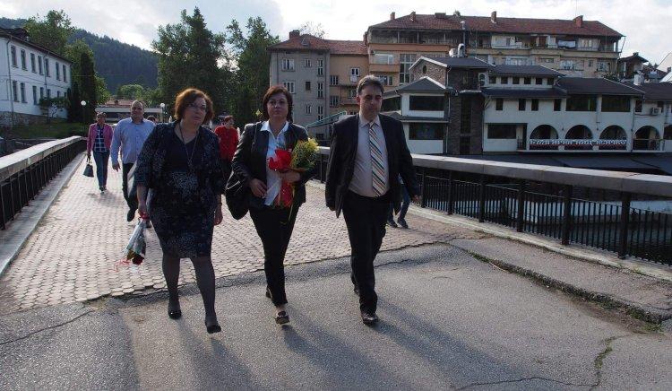 Корнелия Нинова: Правителството на Борисов притиска кметове и грубо погазва разделението на властите