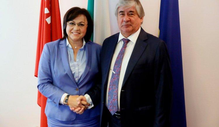 Председателят на БСП Корнелия Нинова се срещна на
