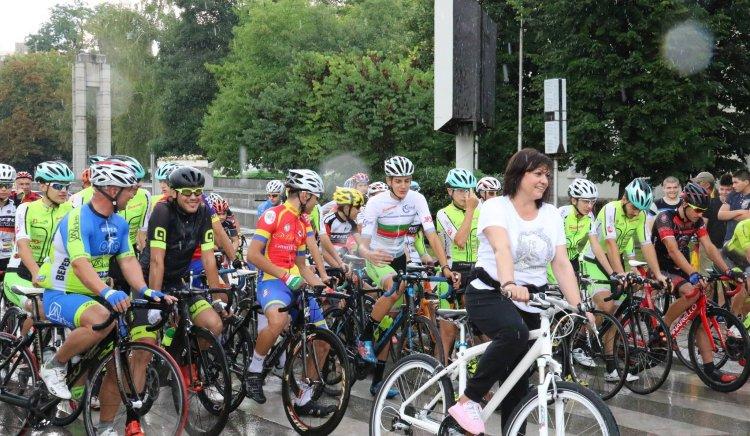 Корнелия Нинова даде старта на колоездачното състезание за купа