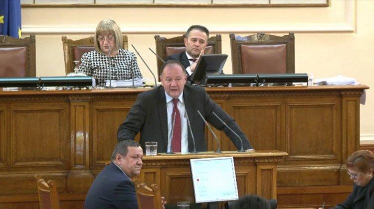 Михаил Миков: Норма за представителство 50 хил. за 3 млн. работници не е реално представителство