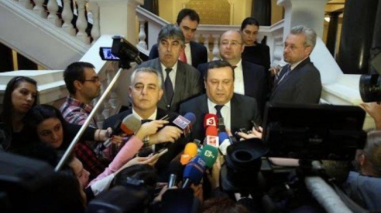 Д-р Емил Райнов: Вотът на недоверие е срещу управление, което трябва да си ходи