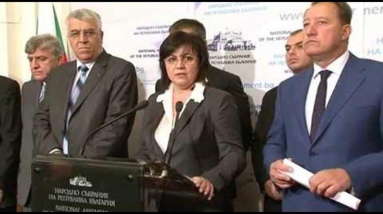 """ГЕРБ ритуално се самоубиха днес и то три пъти с трите отказа от регистрация в пленарна зала. Ние бяхме тук и се регистрирахме"""", заяви пред медиите в НС лидерът на БСП Корнелия Нинова."""